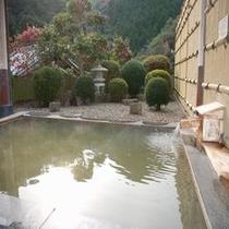 露天風呂(にごり湯です)