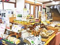【どんぐり荘(売店)】地元の食材を生かした手作りジャムやケーキなども販売しています