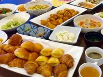 ビュッフェスタイルの朝食無料!