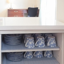 食器棚と食器の一部