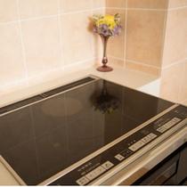 IH調理器と対応調理器具を完備。