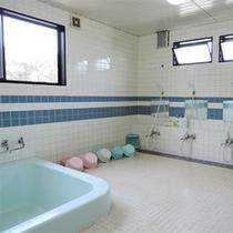 *共同浴場/シャワー蛇口は4個。17時~22時までお入りいただけます。