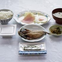 *朝食一例/身体にやさしい定番和食メニュー。程良い量が男性に人気です。