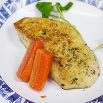*夕食一例/お肉だけでなく、焼き魚料理も付いてボリューム満点♪