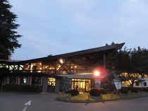 クラブハウス&ホテル(夜)