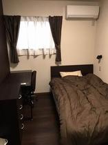 セミダブルベッドルーム2