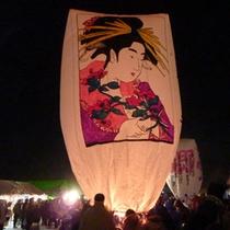 *【上桧木内の紙風船上げ】人々の願いが込められた高さ3~8mの巨大紙風船
