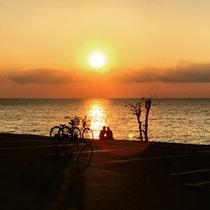 備瀬海岸から見る夕日