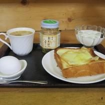 *【朝食一例】十勝の牛乳を使用した自家製ヨーグルトと上士幌産のハチミツが楽しめます!