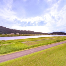 *お部屋からの眺望一例/都会の喧騒を忘れさせてくれる自然豊かな関川村の渓谷美です。