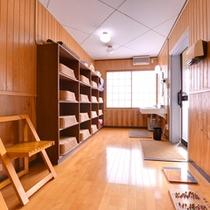 *脱衣場/清潔感のある広々としたスペース。