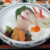 *ご夕食一例:地元産の新鮮な海の幸ご賞味下さい
