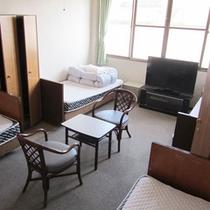 *【洋室(4ベッド)】シングルベッドが4つある洋室のお部屋です