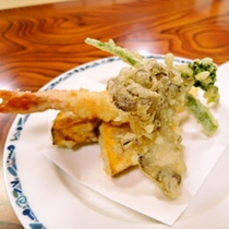 *ご夕食一例:地元産にこだわった季節の会席料理