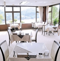 レストラン~湖風