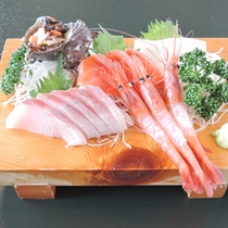 <刺身盛り合わせ>旬の新鮮な鮮魚を盛り合わせております