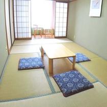 (本館)和室7.5畳+広縁一例:4名様までご利用いただけます。