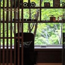 【ザ・書斎】時には読みかけの本を閉じて、自然を感じてみてください。