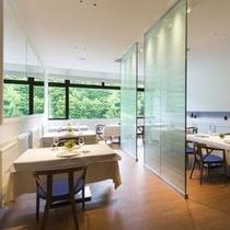 【北海道フレンチ&イタリアンZEN】明るい時間、大きな窓から光が差しこむ開放的なお席も。