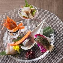 【会席・冬】北海道産ボタンエビ、ヒラマサ、石川県産カワハギ、サバ焼霜、アジなどお造り5種食べ比べ。