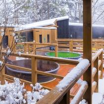 【森の散歩湯WOOD SPA】冬は見渡す限りの白銀の世界。雪原の中で湯浴みを楽しんでいるようです。