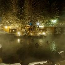 【大露天風呂HOSHI★ZORA】雪景色の露天風呂は北海道の冬の醍醐味です。