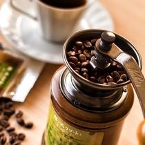 【9階以上/高層階客室】コーヒーミルで挽きたての豆の香りをお楽しみください。
