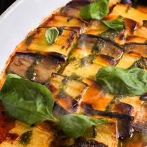【夕食ブッフェ一例】近郊野菜をたっぷり使ったお料理の数々は身体に優しい味わいです。