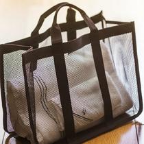 【9階以上/高層階客室】大浴場へ向かう際のバッグをご用意しております。