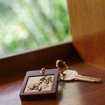 【ルームキー】お部屋毎に2つお渡し致しますので、お待合わせの必要がございません。
