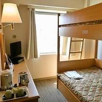 2段ベッドルーム ※広さ:13㎡ ベッドサイズ:103㎝×195㎝