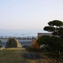 *お庭からの眺め/三陸復興国立公園の最南端・岩井崎が目の前!美しい水平線がすぐそこ。