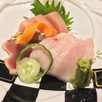 *夕食一例/カジキマグロ・カツオ等旬魚の刺身盛り合わせ。※料理内容は水揚げ状況により異なります。