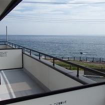 *客室一例/バルコニーからは水平線を一望!海に沈む夕陽もご覧になれますよ♪