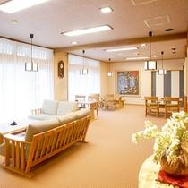 *ロビー/2006年新築の館内は、明るく清潔感があふれています。