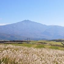 *【仁賀保高原】眼下には日本海、遠くに男鹿半島、背には鳥海山と360度のパノラマが楽しめます!