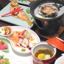 *(夕食一例)色鮮やかな御膳。一品一品、心を込めてお作りしております。