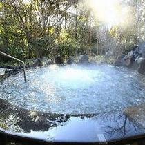 桜島の溶岩を使ったジャグジー付きの『霧乃溶岩露天風呂』※霧島観光ホテルとの共同利用となります。