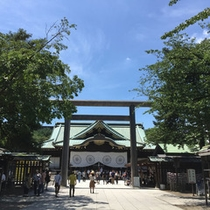 靖国神社 拝殿 中門鳥居