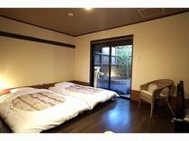 ふたご座(105号室)の露天風呂付き客室。