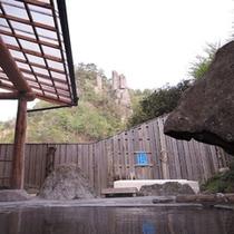 *露天風呂から奇岩「鬼のすり臼」が眺められます☆