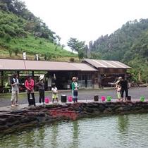 *【釣り掘り】竿レンタル200円(釣った魚1匹に対し、生400円、塩焼き500円)