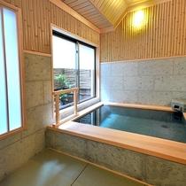 貸切風呂【竹】畳敷きの床はほんのり暖かく爽やかです。