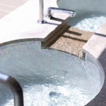◆温泉◆自家源泉『漲山の湯』。泉質はカルシウム・ナトリウム・硫酸塩泉。