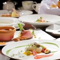 本格的な洋食コースは、地場の幸を多彩な料理でご提供。※お時間はチェックイン時の先着順となります。