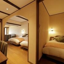 当館で一番大きなお部屋。4ベッドを備えたスイートルーム。窓越しに真正面に富士山が見えるビューバス付。
