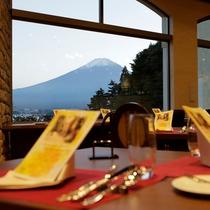 「世界遺産の借景」を備えたレストランで洋食フルコースをお愉しみ下さい。