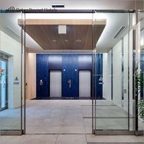 エレベーター前にはコンビニがあり便利です。