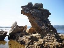 水晶浜付近にある「帆掛け岩」