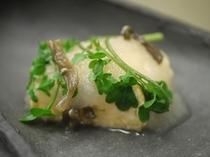 旬魚と野菜を組み合わせた創作料理